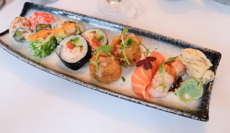 10 stykker sushi til 95 kroner hos A+ Siam Sushi i Skolegade