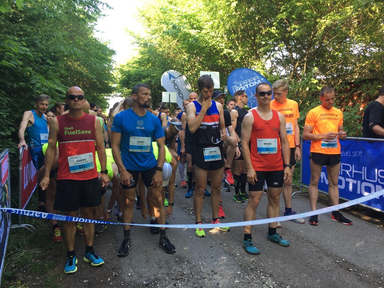 800 løbere testede formen på en 15 km flad rute rundt om Brabrandsøen