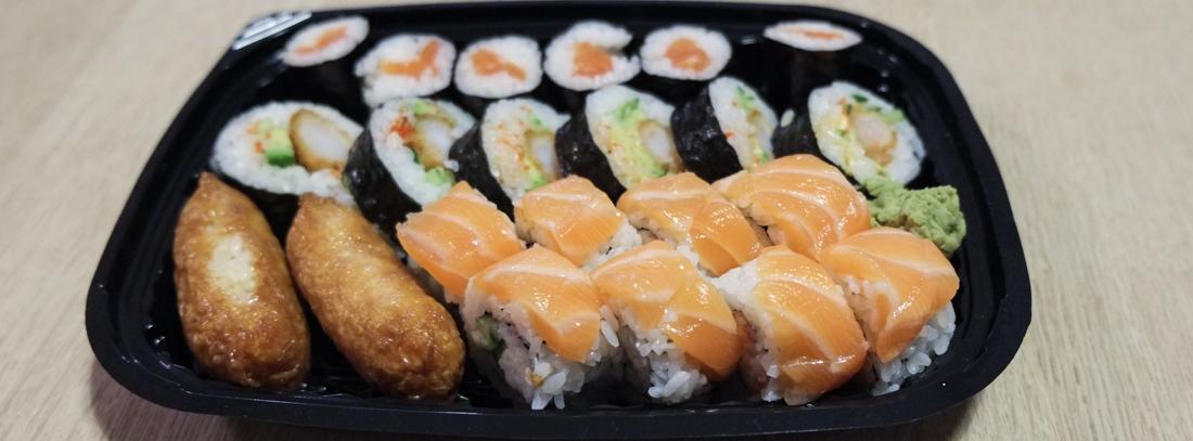 22 stykker sushi fra Oishii Running Sushi