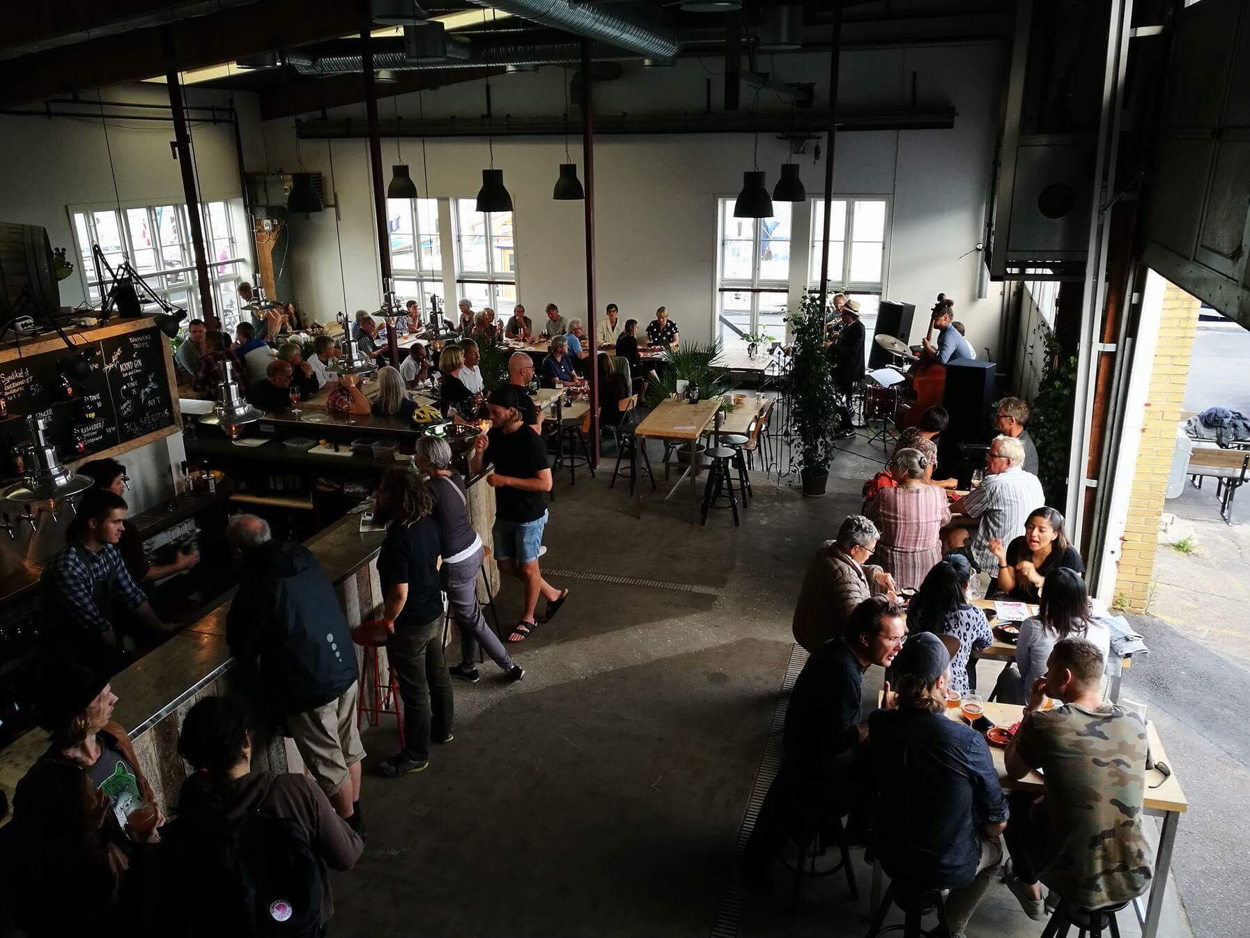 Hantwerk fylder to år: Gratis øl, bobler, kage og musik på havnen