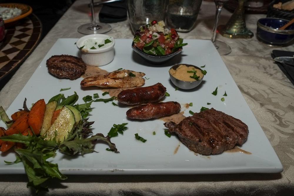 4 slags grillet kød med tilbehør på Restaurant Rick's i Aarhus