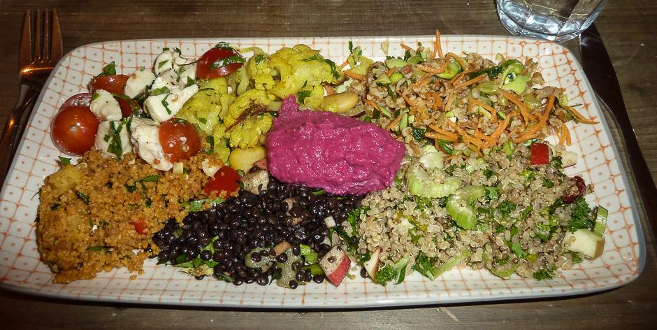 500 gram blandet salat til 69 kroner hos Fika i Jægergårdsgade