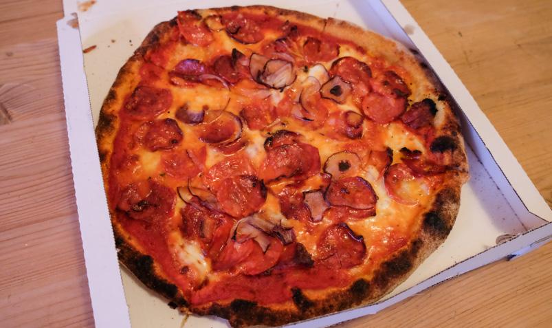 57 Diavola med ekstra salami - La Trattoria_