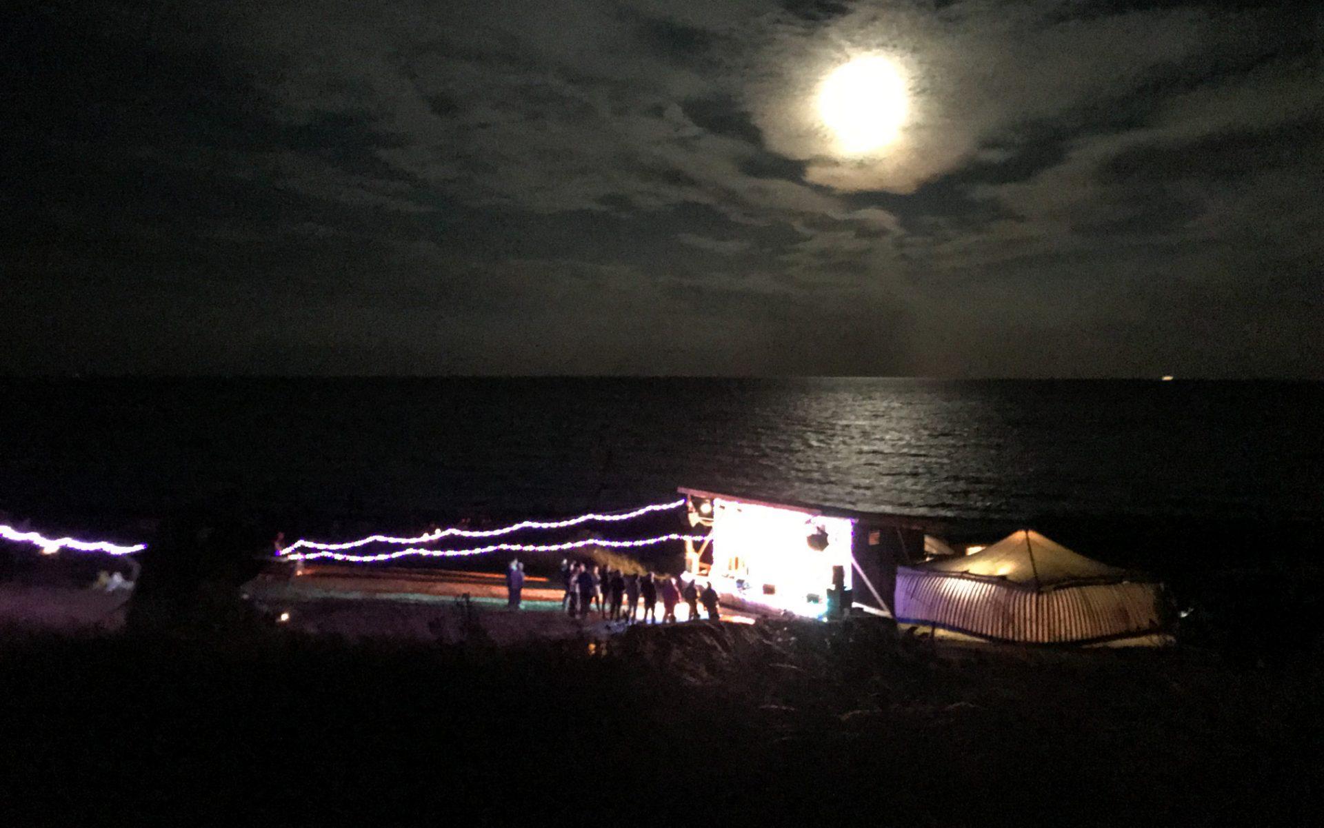 Den Grænseløse Festival: Fuldmånefest med kunst, musik og fællesspisninger på Djursland