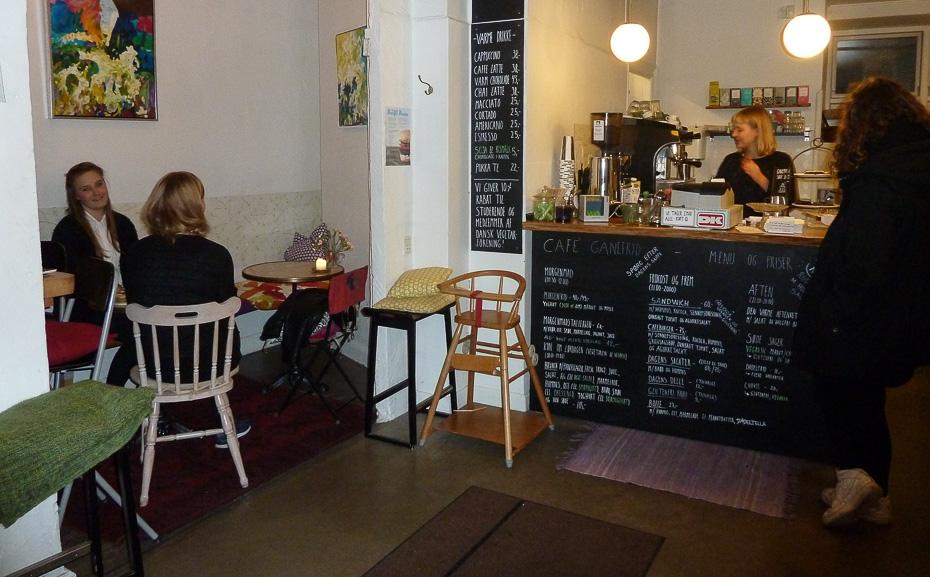 Afslappet stemning på Café Ganefryd i Latinerkvarteret