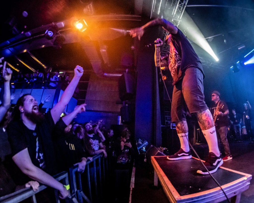 Moshpit og crowd surfing: P.O.D. antændte Voxhall med Alien Ant Farm i hånden