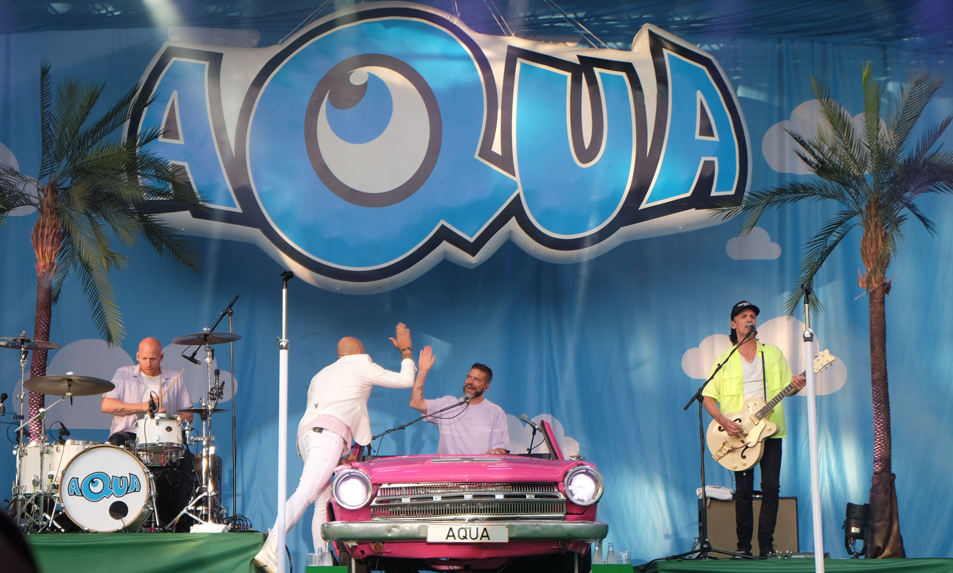 Fed Fredag: Aqua leverede en van(d)vittig, festlig og nostalgisk koncert i Tivoli Friheden