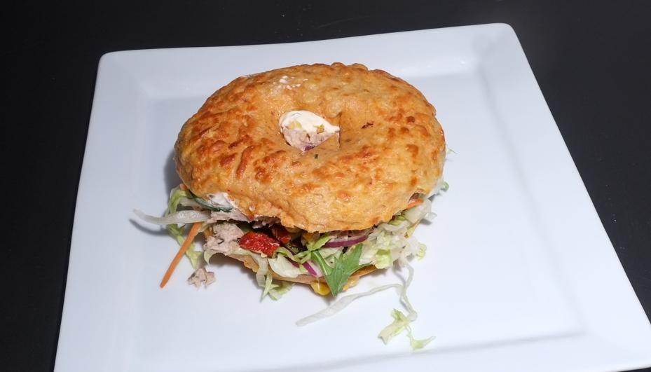 Bagel med tun fra Food Lounge
