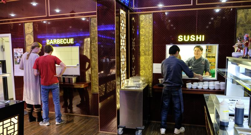 Barbecue og Sushi på Asia Restaurant i Viby