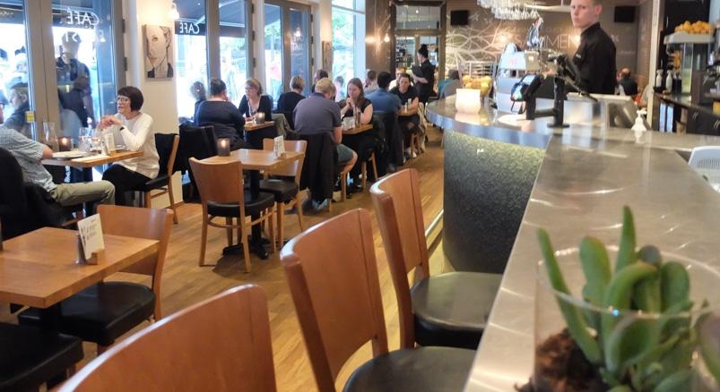Baren hos Café Faust ved åen