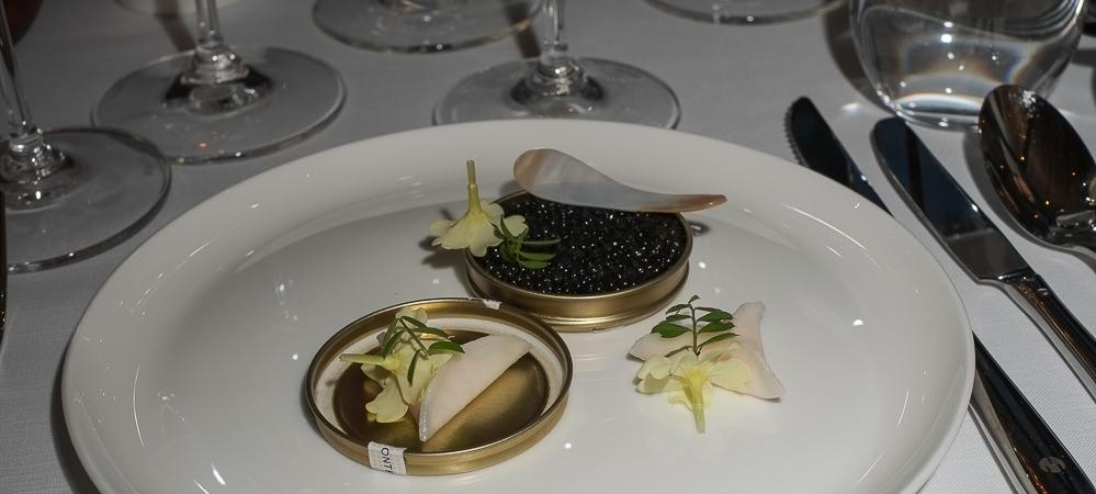 Beluga Kaviar og et par pakker med rejetatar på Tree Top i Vejle