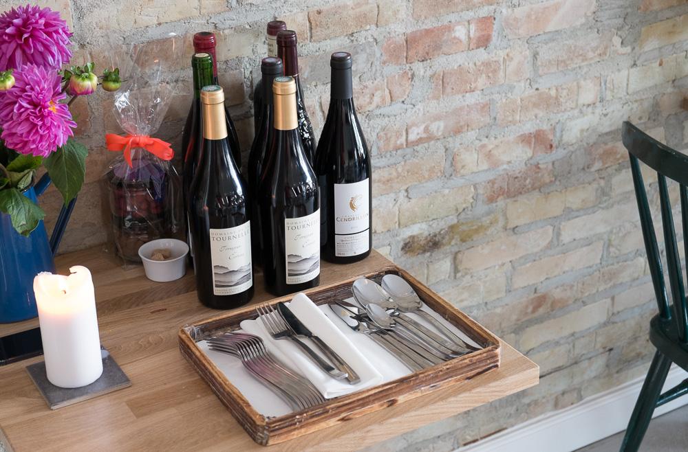 Bestik og vin på Restaurant Pondus