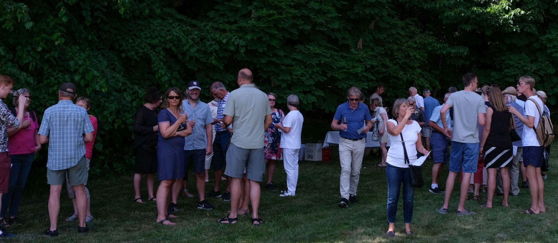 Sol over Bichel: Vinsmagningen i den idylliske park trak flokke af gæster til