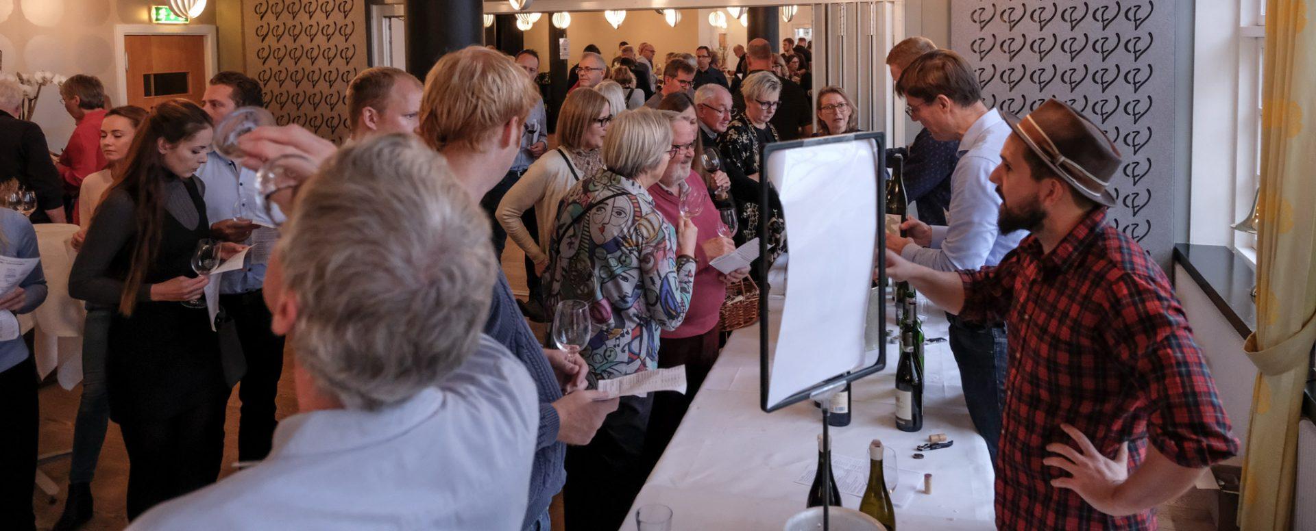 Gratis for alle: Stor traditionsrig vinsmagning på Varna Palæet i Aarhus