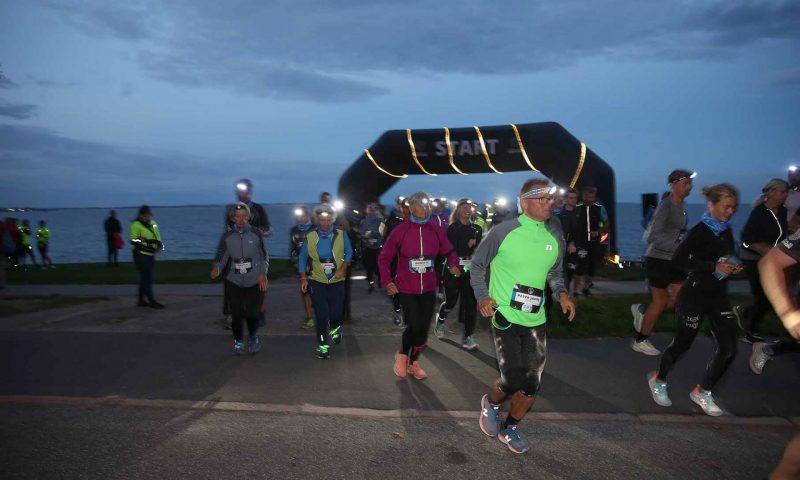 Til Full Moon Run løbes der i mørke, og deltagerne har derfor pandelamper eller