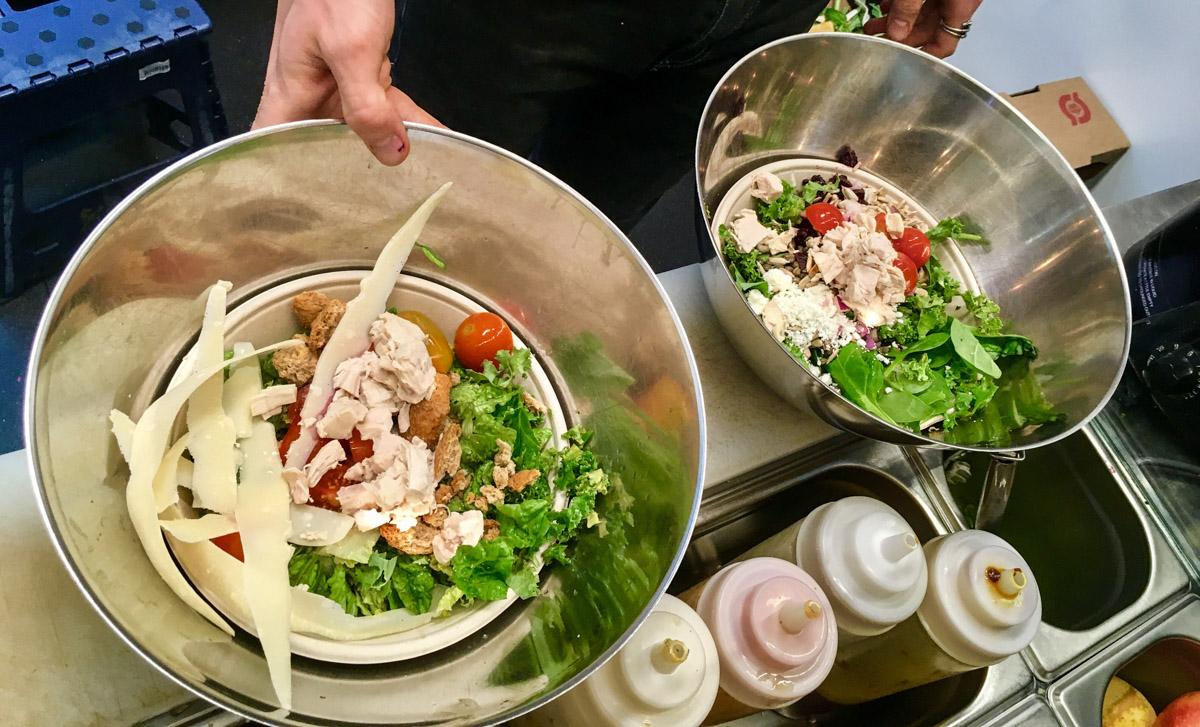 Blanding af salater hos Green Neighbour_