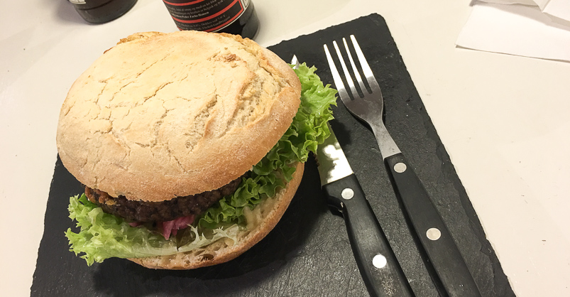 Bøf i sandwich på Mr. Mums i Jægergårdsgade
