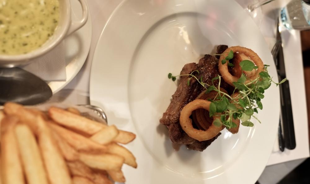 Bøf med fritter og hjemmelavet bearnaise på TGV Café