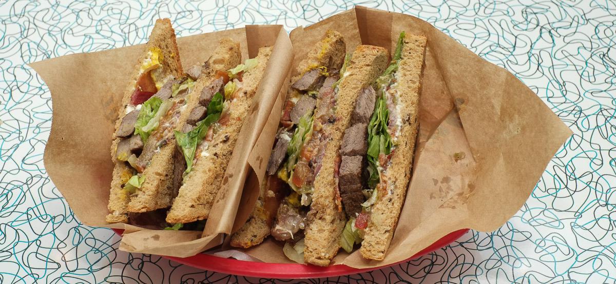 Boston steak sandwich på The Diner