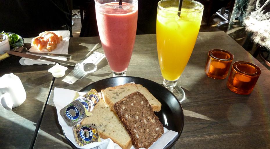 Brød og juice på Lava i Aarhus