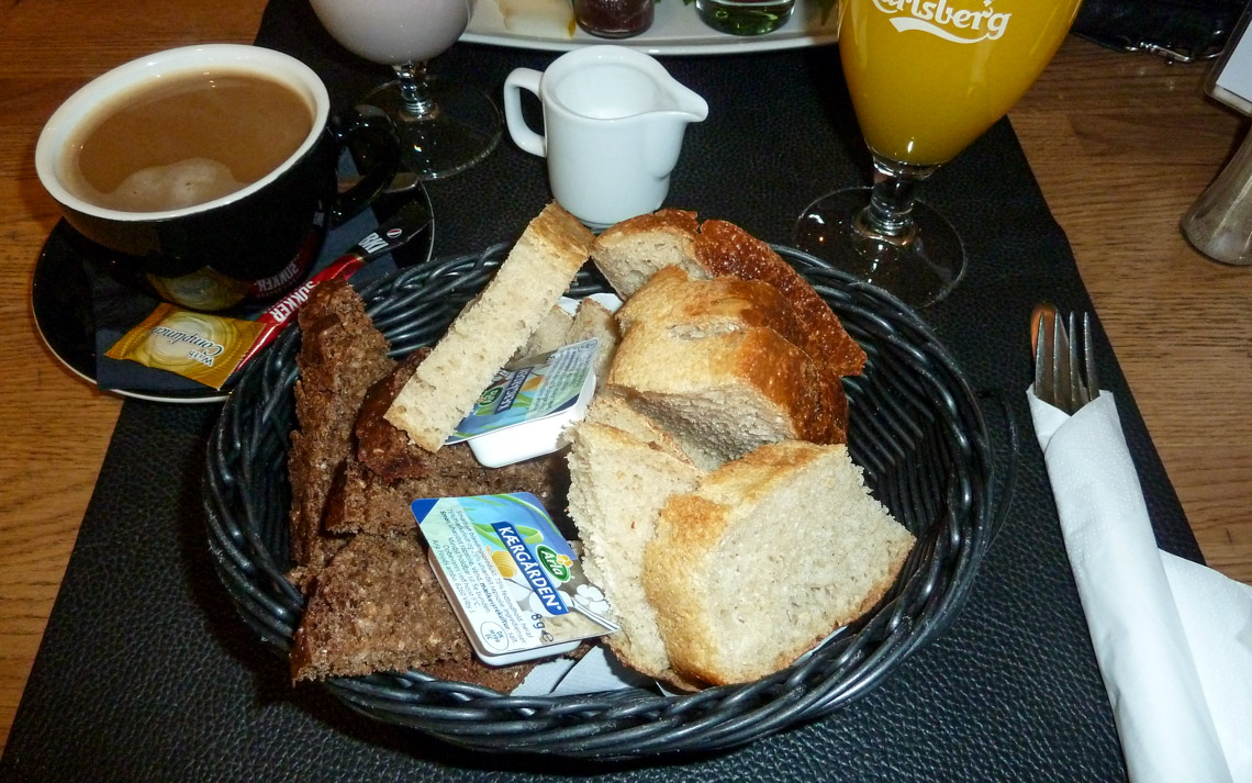 Brødkurv til brunch på Café Faust i Aarhus
