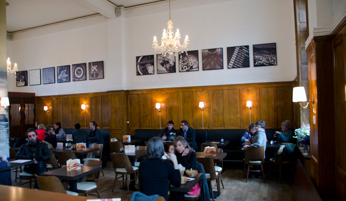 Byens Burger og det smukke lokale på Banegårdspladsen