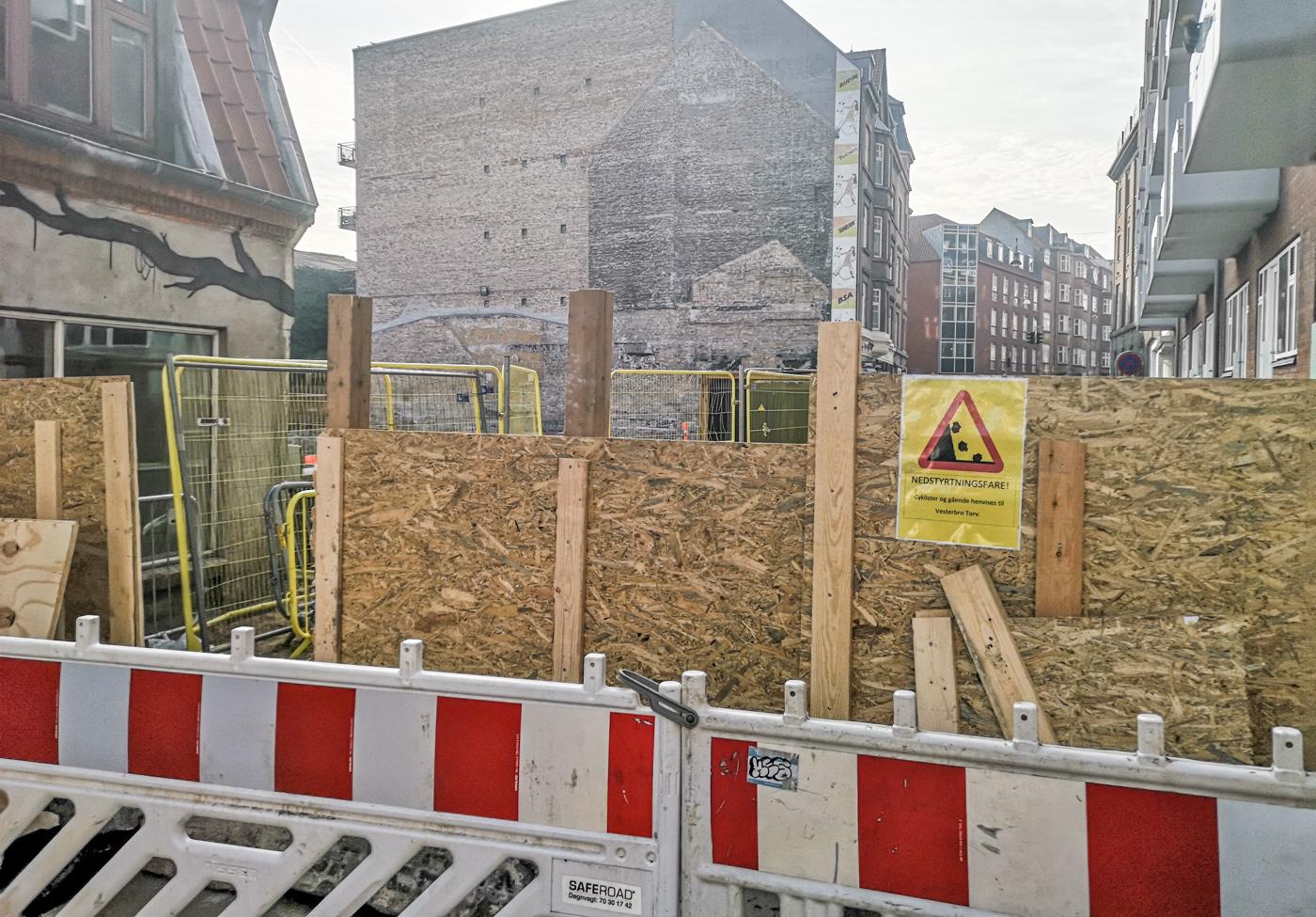 Afspærring ved Vestergade fjernes: Men beboere og erhvervsdrivende kan ikke flytte ind i bygningen