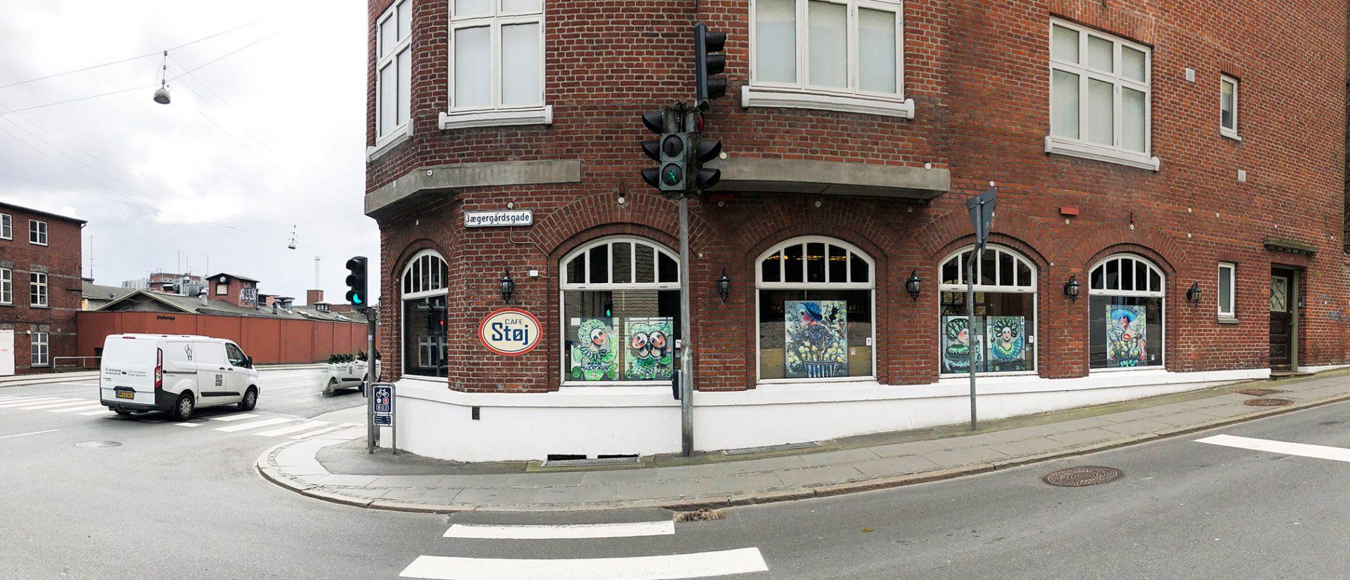 Pryder cafeens vinduer: Cafe Støj laver pop-up galleri
