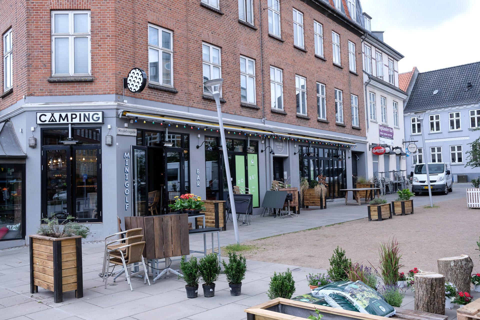 Camping Aarhus: Ny og cool minigolf-bar og restaurant ved åen