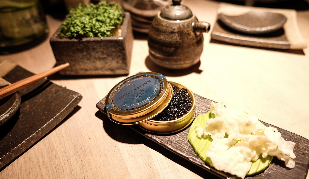 Caviar servering hos Karma Sushi i Frederiksgade
