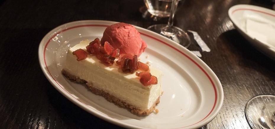 Cheesecake med hindbærsorbet - MASH i Aarhus