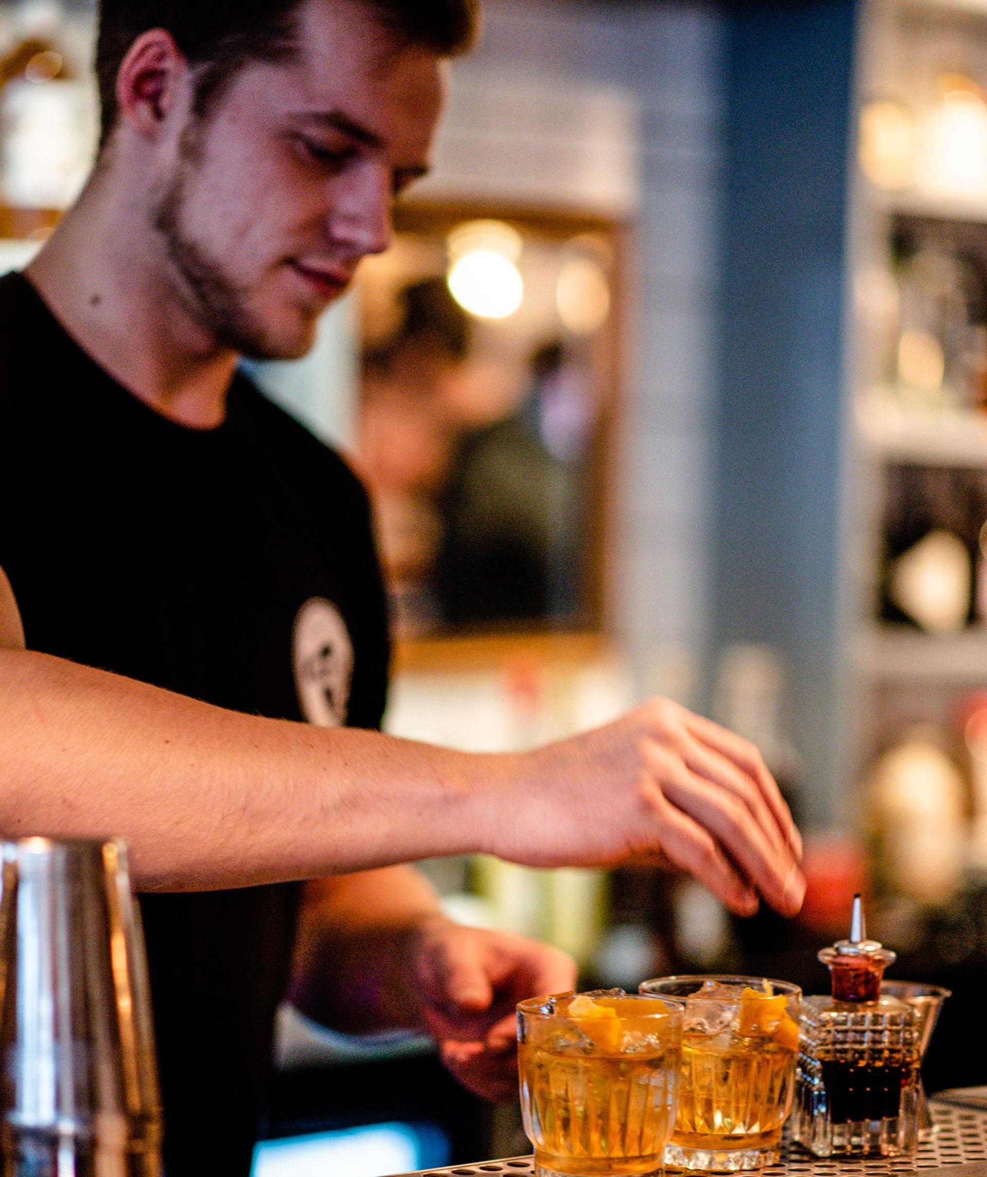 Et scoop: Verdenskendte bartendere bag ny cocktailmenu på Cock's & Cows