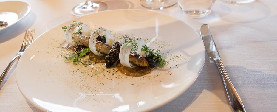 Danske hvide asparges, ristede morkler og mornaysauce - Tree Top