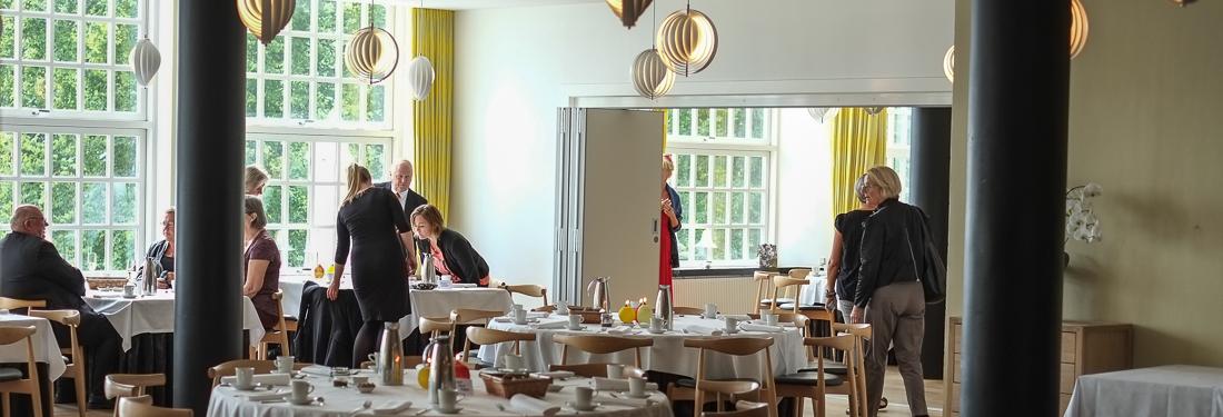 De første gæster ankommer til brunch på Restaurant Varna_