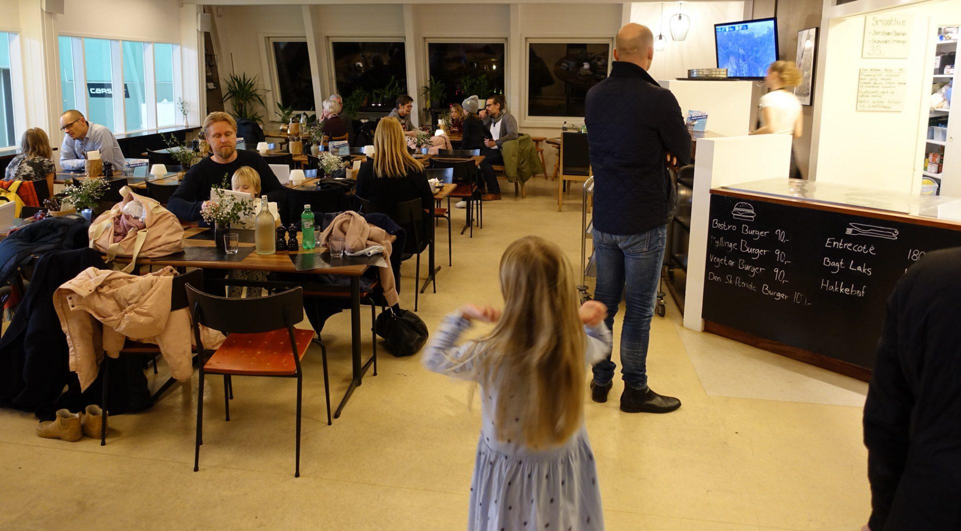 Madanmeldelse: Caféen, hvor man mødes på tværs – velkommen til Bistro 8270