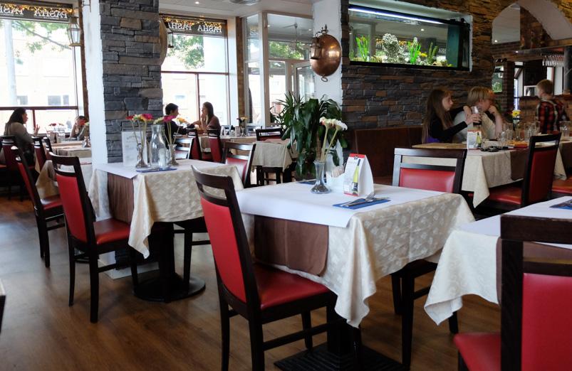 De første gæster hos Restaurant & Café_