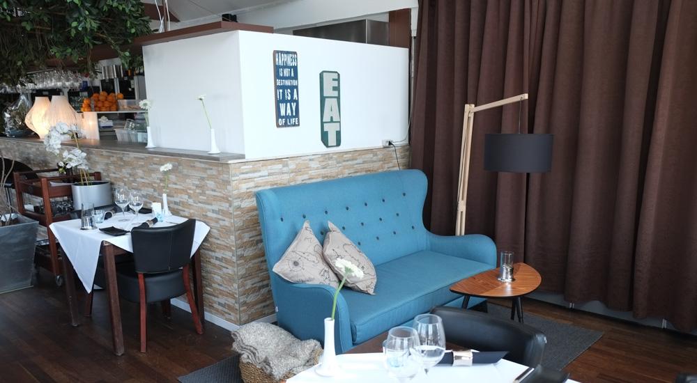Den lyseblå sofa på Martino