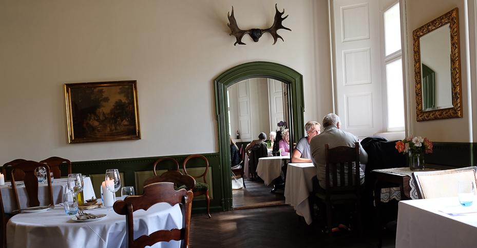 Der er stil over indretningen på Restaurant Sostrup Slot