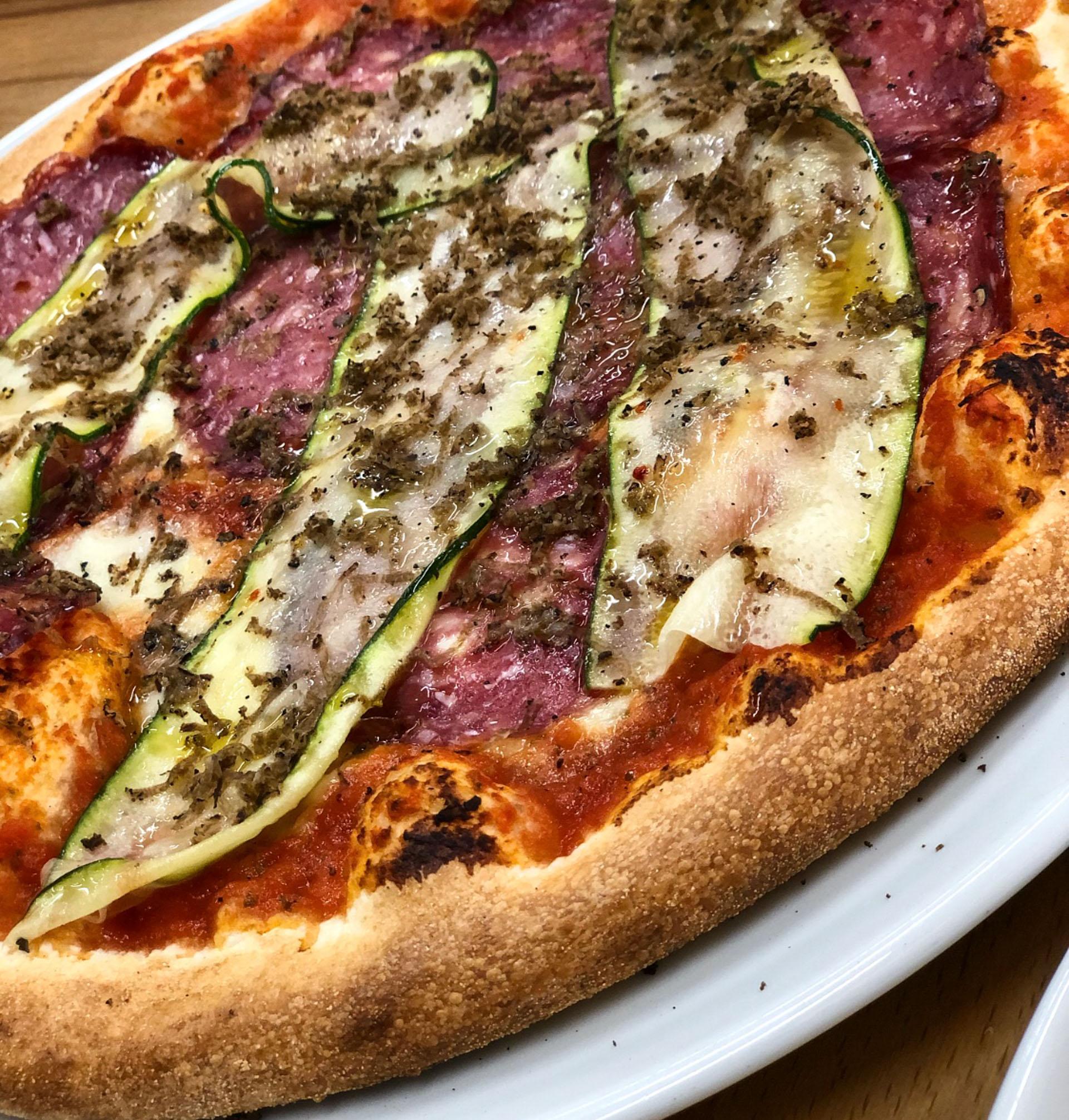 Efterårspizza: Adagio laver ny pizza med hjort og revet trøffel