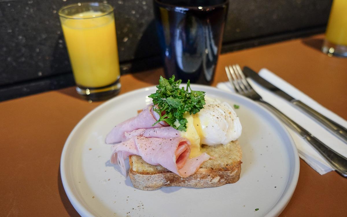 Egg Benedict - pocheret øko-æg og hjemmelavet hollandaise hos Rodfast i M.P.Bruunsgade