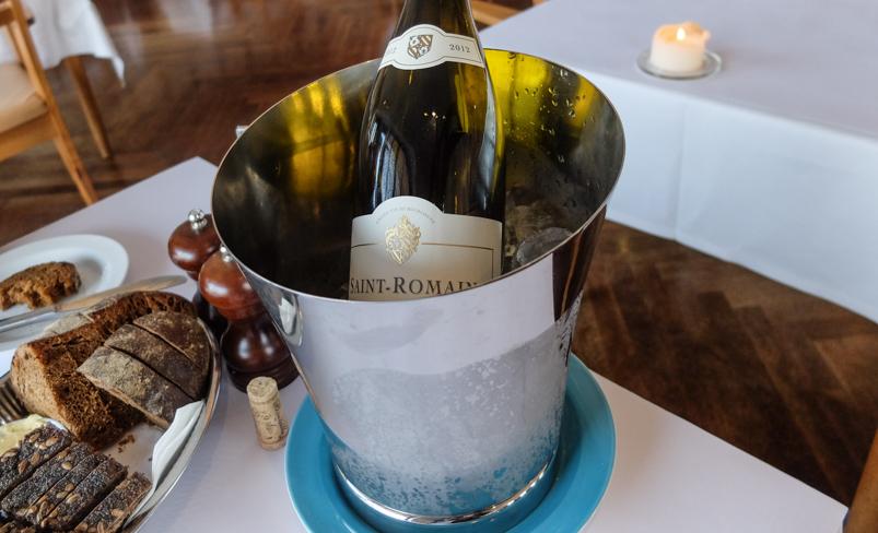 En kølig frokostvin på Norsminde Kro