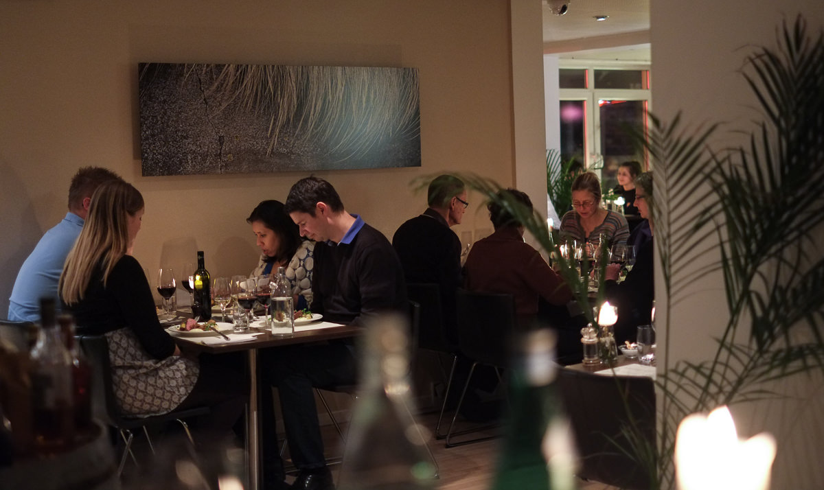 En pæn fyldt restaurant på Nordens Folkekøkken i Jægergårdsdage