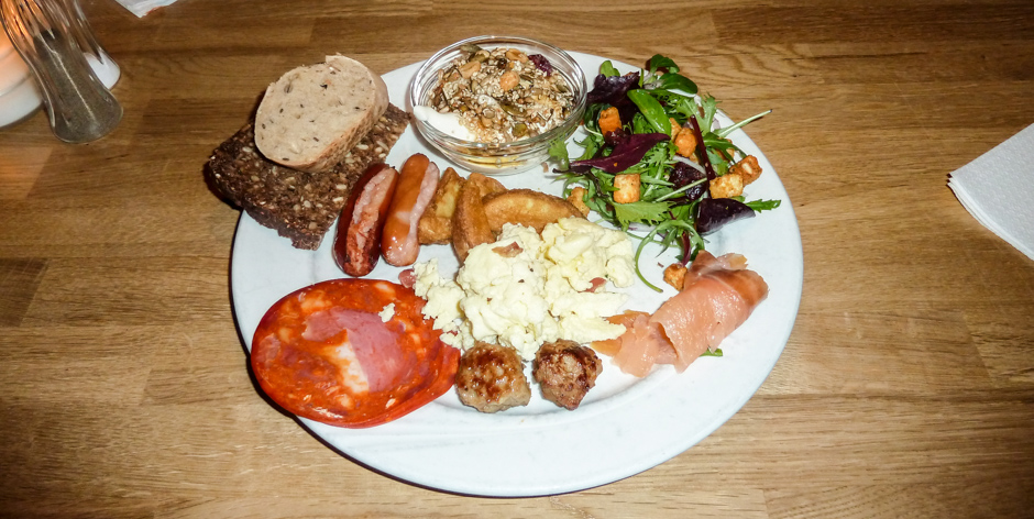 En pakket tallerken på Café Ziggy_
