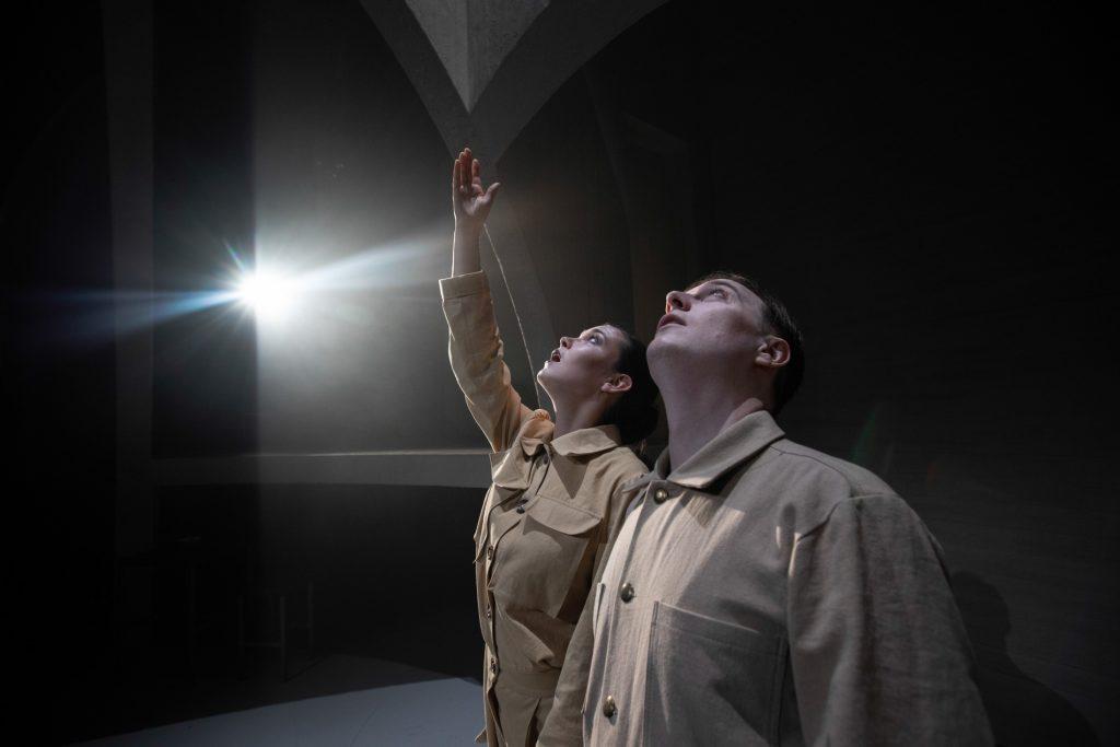 """""""En plads i solen"""": Uhyggelig relevant forestilling om en aarhusiansk massemorder"""