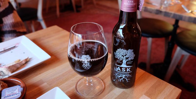 En tør øl på Le Coeur de L'île_