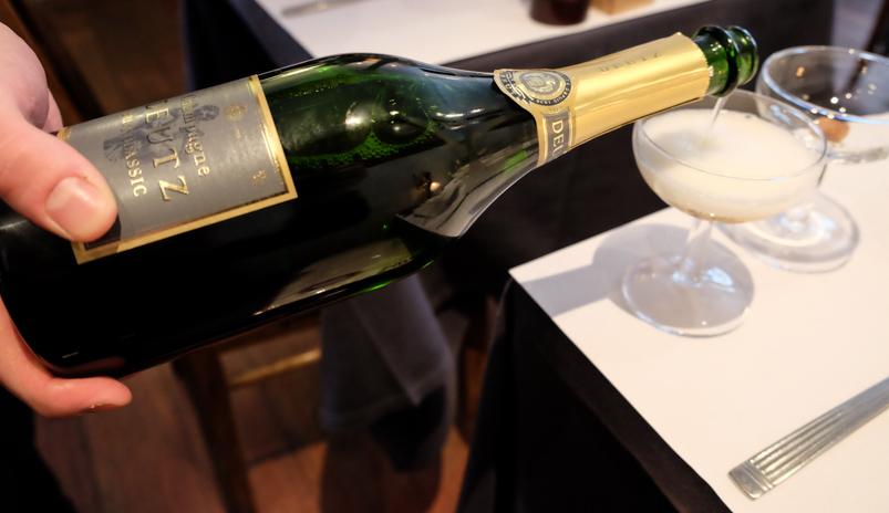 Et godt glas Champagne på Mefisto