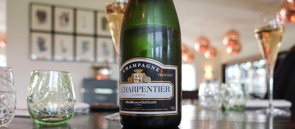 Et par glas fra det lille Champagnehus J. Charpentier på Molskroen