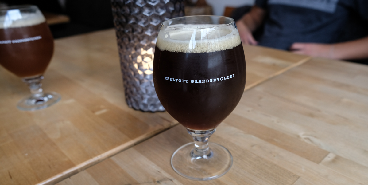 Et par gode glas øl hos Ebeltoft Gårdbryggeri hos Gårdbryggeriet i Grenå - Aarhus Update