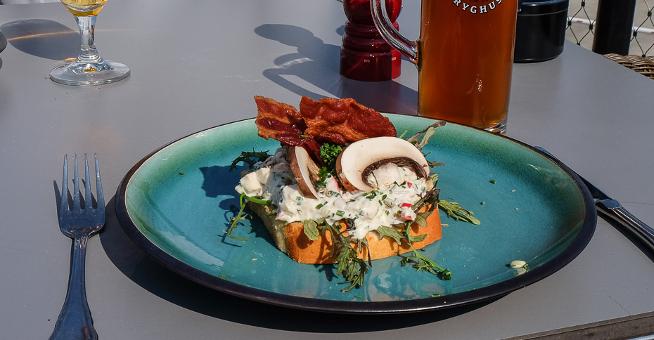 Et stykke med høns på Restaurant Remouladen i Vejle