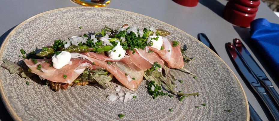 Et stykke med serranoskinke på Restaurant Remouladen i Vejle